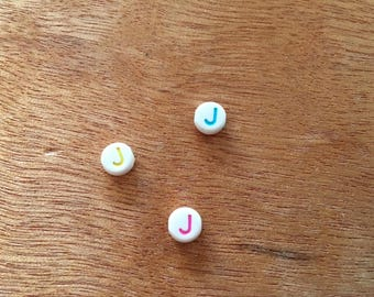 "10 Pearl ""j"" round acrylic 7 mm"
