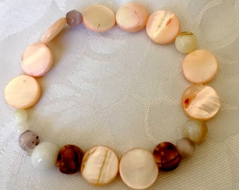 Coral and wooden beads stretch bracelet