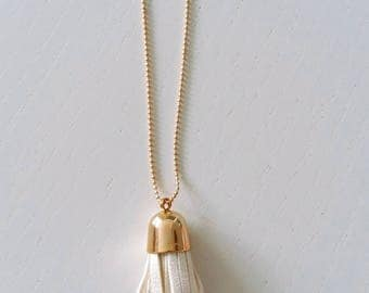 Agathe and Ana - White leather and gold metal - tassel necklace