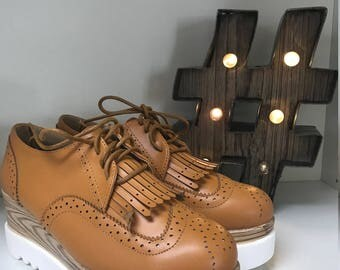 Caramel leather sneakers