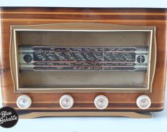 Vintage Bluetooth - BlueBakelite radio