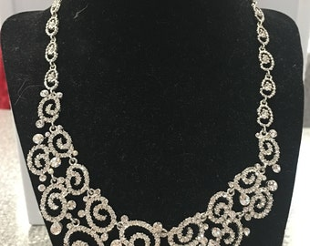 Necklace with shimmer Crystals