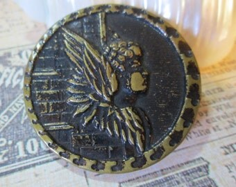 """Angel on Brick Wall *Vintage Metal Picture/Story Button*  1-1/2"""" across (9746)"""