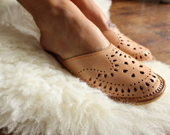 LEATHER women natural slippers