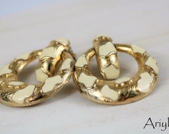 Sarah Coventry leopard cheetah print earrings, vintage