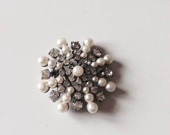 Brooch Pearl and rhinestone