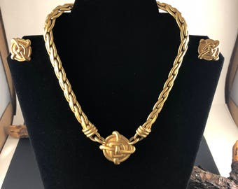 Classic Gold Tone Choaker with earrings