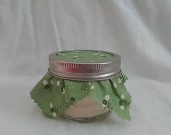 Beautiful,100% soy hand poured candle in 4 oz quilted jar, scent is mistletoe.