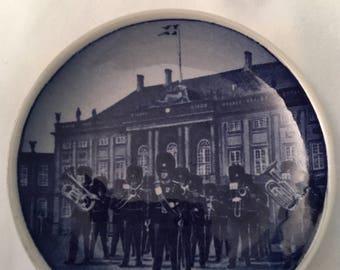 Vintage Royal Copenhagen Mini Plate Vagtparaden 69-2010 Denmark