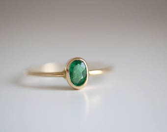 Emerald ring. 18kt Yellow Gold ring with Emerald. Green Emerald, yellow gold Emerald ring, Anniversary Ring, Engagement ring, Wedding ring.