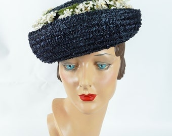 1960s Vintage Hat Navy Blue Straw Breton with Daisies by Evelyn Varon Sz 22