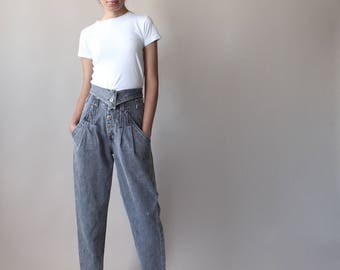 high waisted jeans | black stone washed jeans | 1990s small