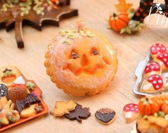 MTO-French Pumpkin Galette with Jack O'Lantern Face - 12th Scale Miniature Food