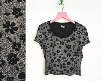 Vintage 1990s Black and White Floral Stretchy T-shirt Size L