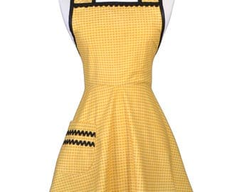 50s Style Retro Apron . Honey Gingham Check with Black Trims Womans Vintage Cute Old Fashioned Kitchen Apron to Monogram Embroidery (CS)