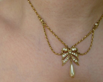 Vintage Rhinestone Bow and Pearl Necklace