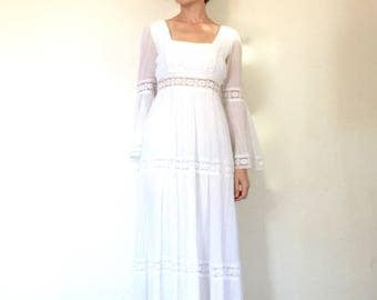1970s Dress Vintage Bohemian White Lace Trim Bell Sleeve Hippie Cotton Gauze Wedding Gown XS/S