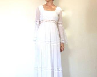 1970s Dress Vintage Bohemian White Lace Trim Bell Sleeve Hippie Cotton Gauze Wedding Gown XS/S