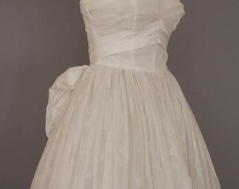 1950s Wedding Gown / Vintage Wedding Dress / Strapless Tulle Chiffon Dress Vintage Bride / Bridal Gown Vintage 1950s Wedding Dress