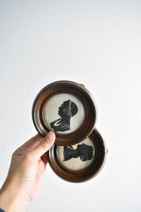 set of 2 circle convexed wall hanging silhouette wood picture frame / black white photo