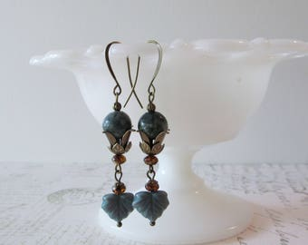 Art Deco Green Agate Earrings // 1920s Dangle Earrings