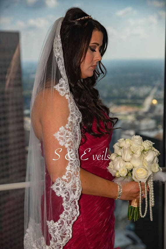 FINGERTIP Lace Veil | Short lace veil, ivory color, white color, lace trim, edge with lace, champagne color, traditional lace veil, blush