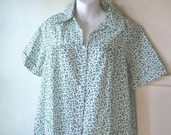 Women's Medium-Lg Vintage Holly Print Housecoat; Unworn Adorable Ditsy White/Red/Green Print in Cotton, with Pockets; Free Ship/U.S.