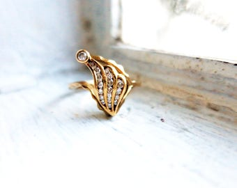 Vintage Gold Ring with Diamonds in 10K Gold (US Ring Size 5.5)