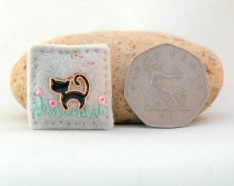 black cat brooch, mini felt cat badge, lucky black cat gift, kitty pin, black cat lover gift, cat brooches, hand sewn cat jewelry, mini pin