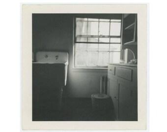Vintage Snapshot Photo: Kitchen Interior, c1950s (77592)