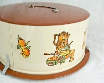 1970 Decoware cake carrier