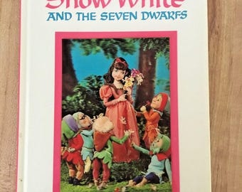 Snow White and the Seven Dwarfs Puppet Storybook by Izawa Hijikata 1st Edition Vintage Board Book 1968