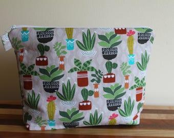 Large Floral Zip Bag w/ Interior Pockets