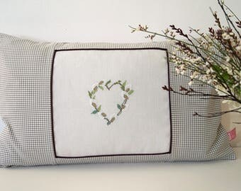 Cushion Heart Willow Kittens Cross stitch