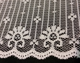 """Beautiful Vintage 3"""" Wide Tree style Lace"""