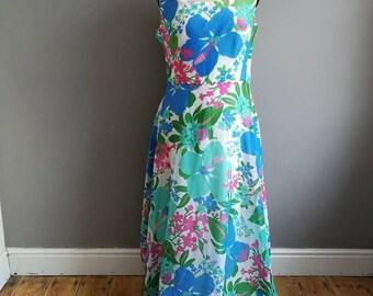 Tropical maxi dress / large size vintage maxi dress / white long dress floral print / 70s floral floaty long dress / whimsical dress / boho