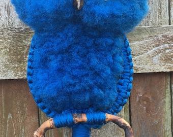 Hoot Hoot!! Vintage mod blue macrame wall hanging/towel holder