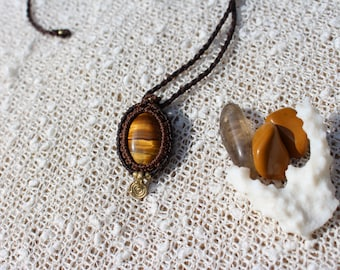 Tiger Eye Macrame Pendant, Crystal Macrame Necklace, Spiritual Jewelry, Gemstone Jewelry, Bohemian Necklace, Collier Macramé Oeil de Tigre
