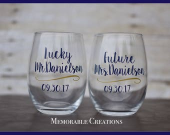 FAST SHIPPING-Personalized Future Mrs. & Lucky Mr. Wedding Glasses Stemless Wine Glasses for Engagement Soon-to-be Bride and Groom, Arrow