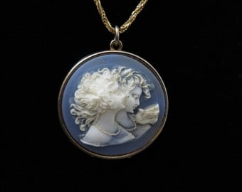 Vintage Cameo Locket Pendant With Goldtone Chain 1960's -80's