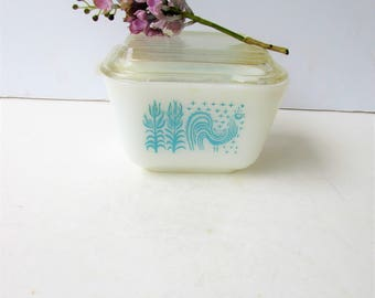 One Turquoise Pyrex Refrigerator Dish  - Turquoise and White Amish Butter Pattern - Fridgies - #501 - Pyrex - Turquoise and White