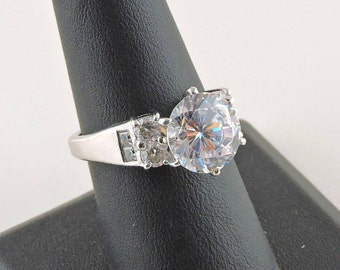 Size 8 Sterling Silver 4ct Round DQCZ (Diamond Qualty Cubic Zirconia) Ring With Accent Stones