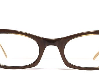 Vintage eyewear. Cat eye style. Bausch&Lomb 1960's. Excellent quality and condition! Beautifully detailed! Artistic Hip Midcentury!