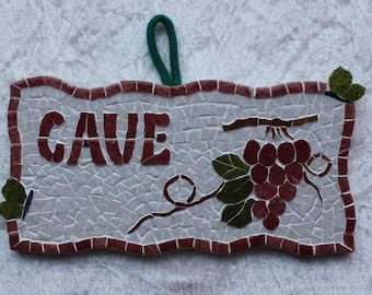 """Plate """"cellar"""" mosaic with red grapes in relief and 2 butterflies out of the frame."""