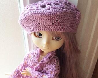 Crocheted beret in tea rose wool-silk fiber, for Pullip
