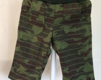 Boys pull on camo pants with matching front pockets
