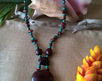Long bohemian necklace with natural material