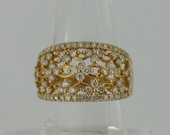 10KT Yellow Gold and .75ctw Diamond Ring
