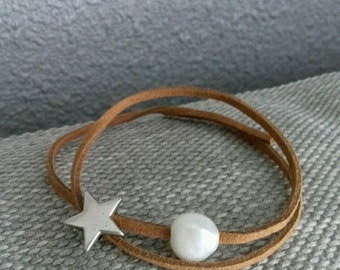 Brown bracelet with freshwater pearl