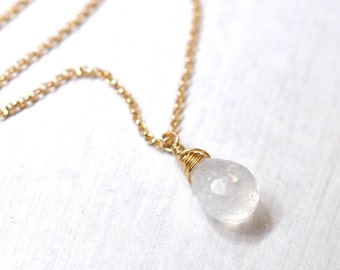 Moonstone necklace in Gold - June Birthstone Jewelry, June Birthday, Weddings, Moonstone gold Necklace, Moonstone Pendant Necklace